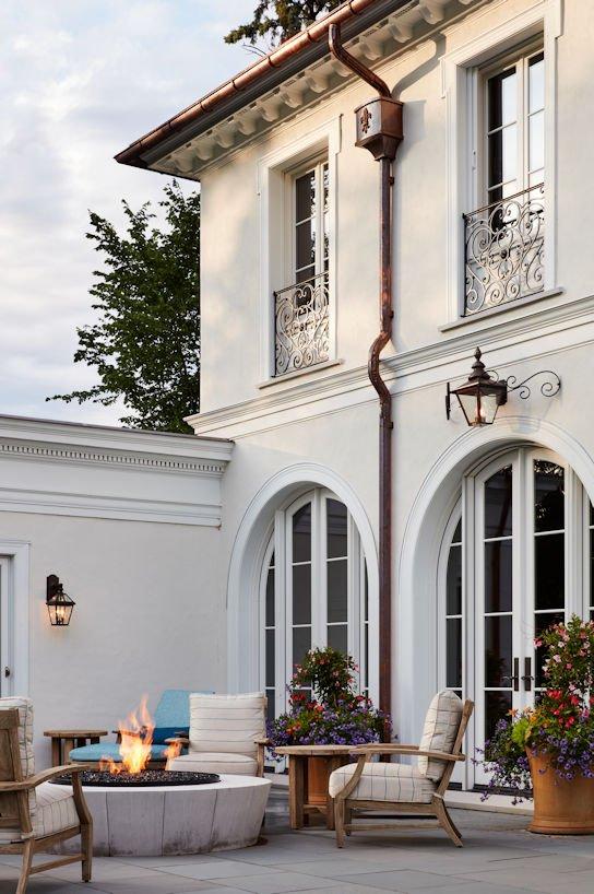 Boulevard Blue courtyard by Twist Interior Design